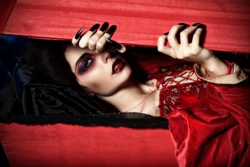 vampirewomanoutofcoffin650