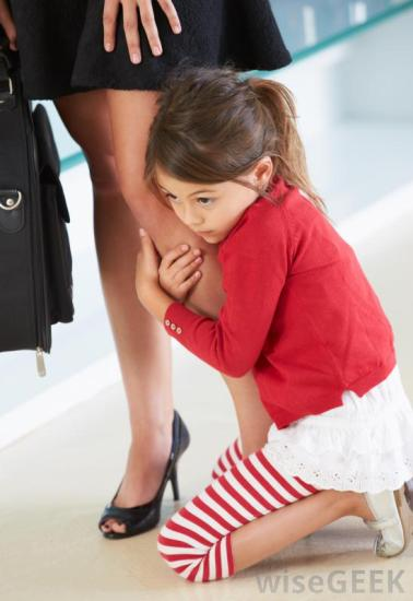 girl-clinging-to-mothers-leg