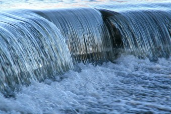 flowing_over_dam3