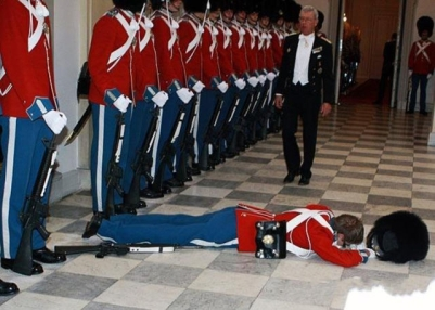 soldiers_passing_out_640_05